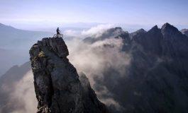"""""""The Ridge"""": l'Ecossais Danny McAskill réalise un exploit sur son île"""