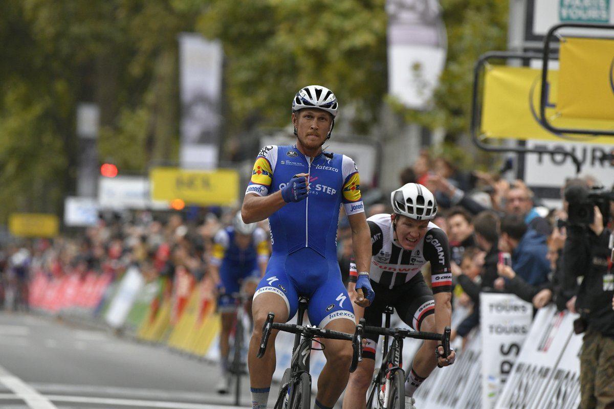 Paris-Tours; Matteo Trentin devant Soren Kragh Andersen