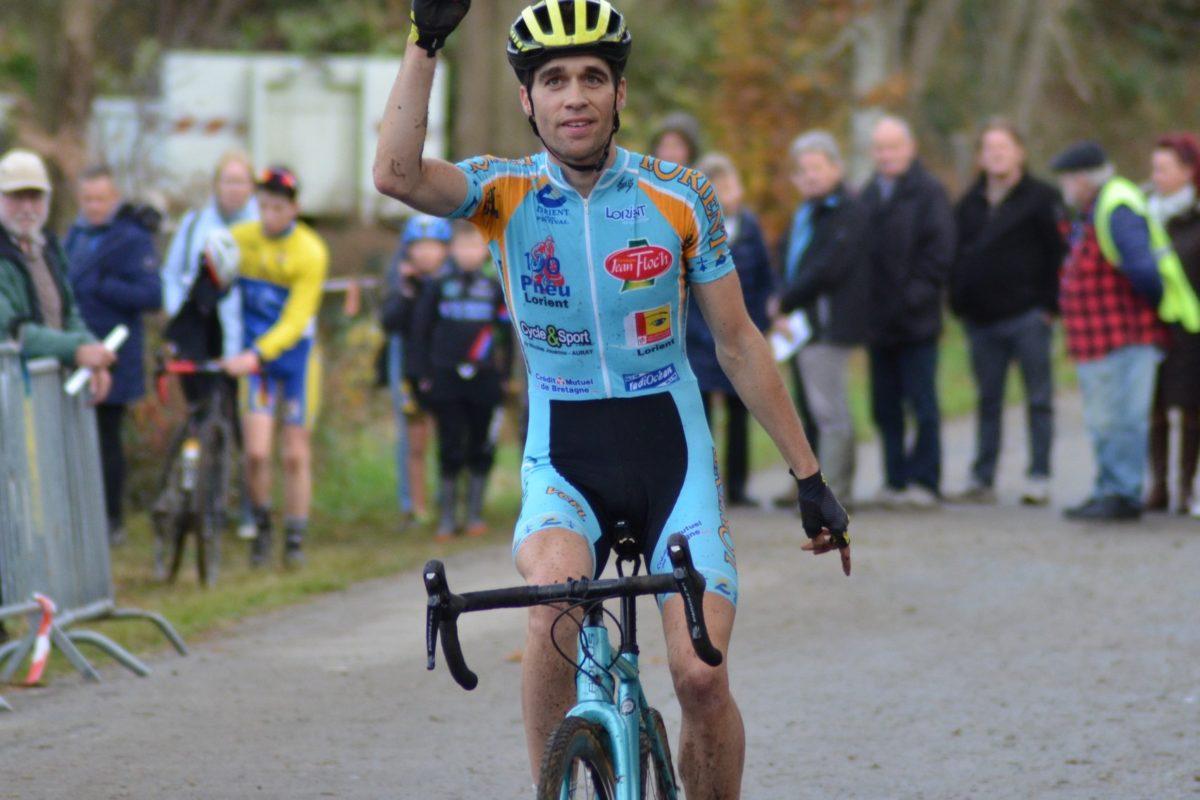 Nicolas David (Vainqueur du cross du Drennec); «J'y prends goût au cyclo-cross, je me prends au jeu»