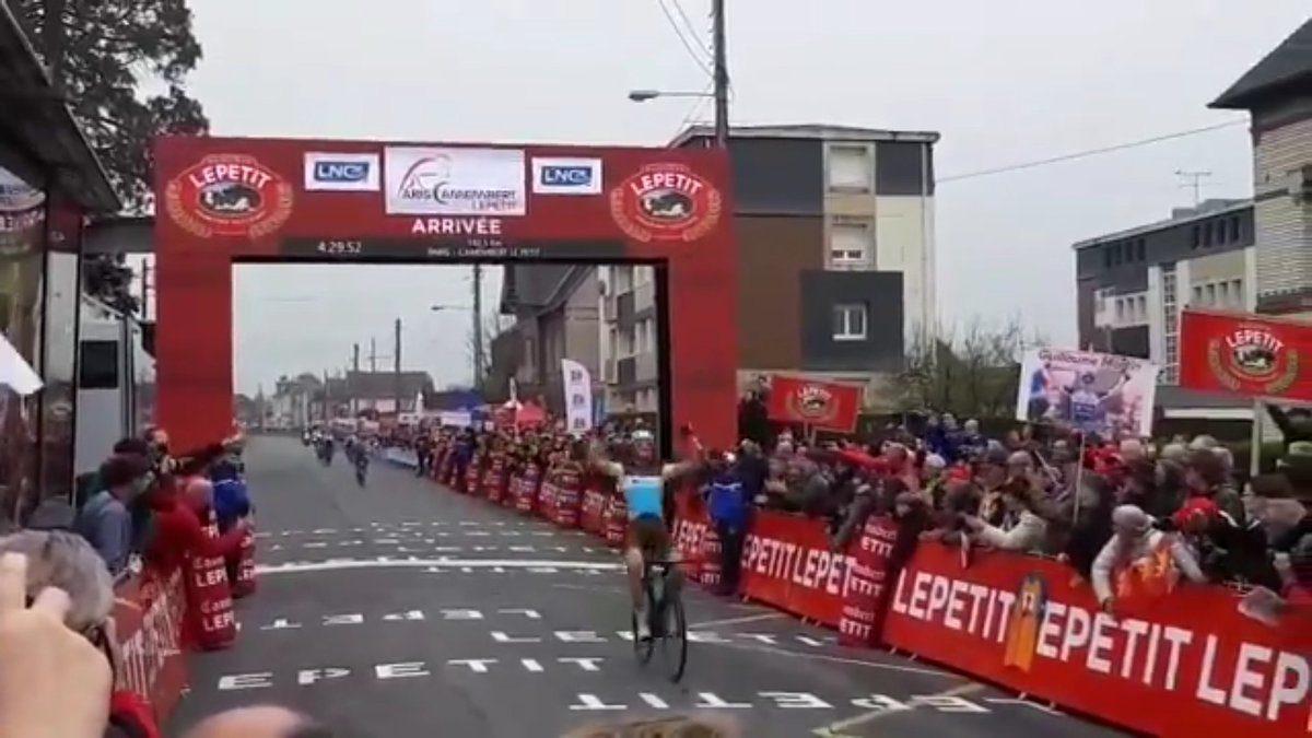 Benoît Cosnefroy remporte Paris-Camembert