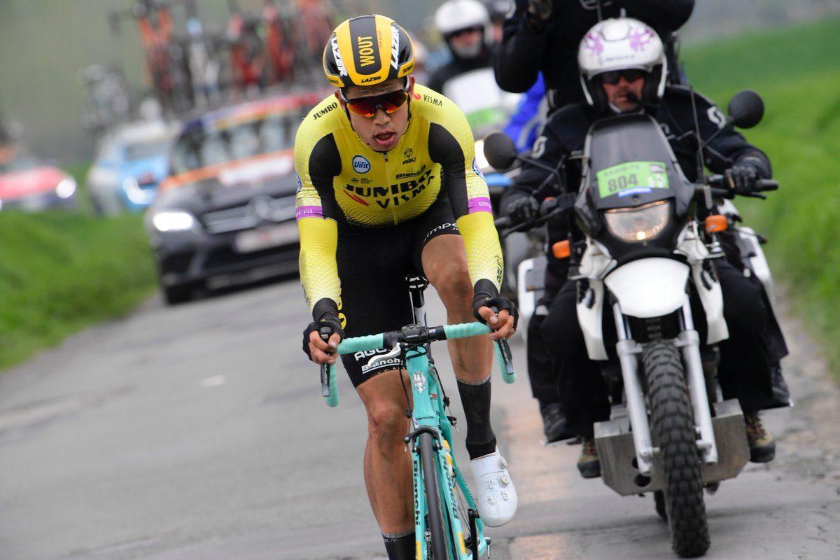 Wout van Aert se prend 2 amendes par les commissaires durant Paris-Roubaix