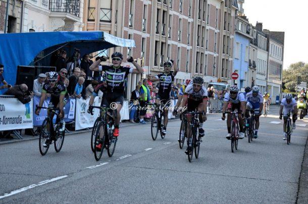 Christophe Noppe (EFC Etixx)  au sprint sur la 4ème étape (photo Perrine Sauvey)