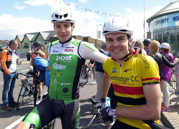 Les Frères Downey, avec le team de leurs débuts BanBridge CC (photo Toby Watson)